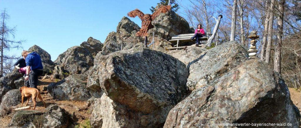 Wandern zum Zwirenzl Ggipfel Felsen in der Oberpfalz
